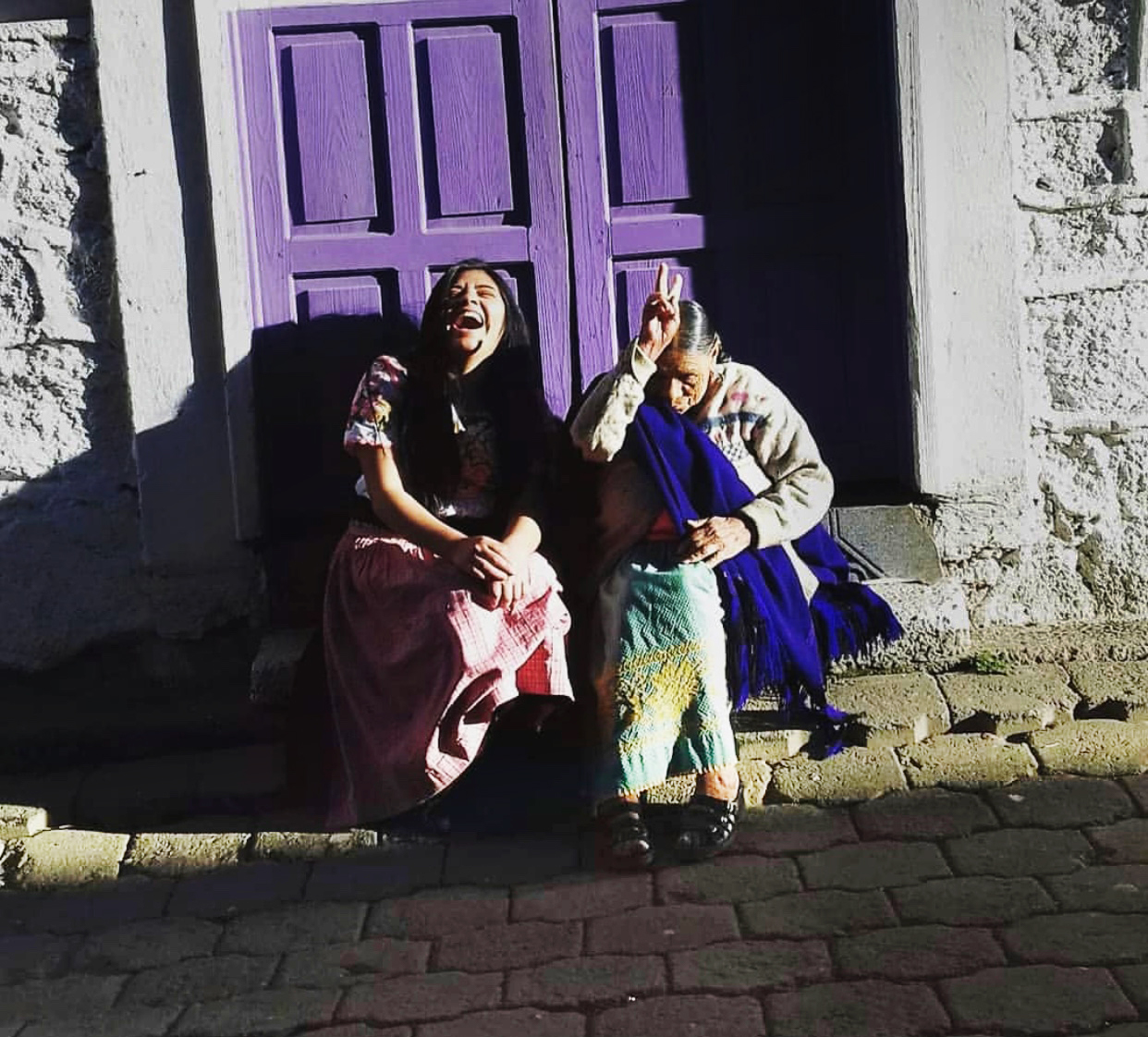 Mujeres en espacios comunitariosexperiencias en Huecorio y Comachuén